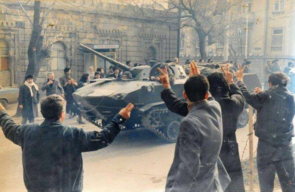 Azerbaijanis protest against the entrance of the Soviet tanks to the streets of capital Baku
